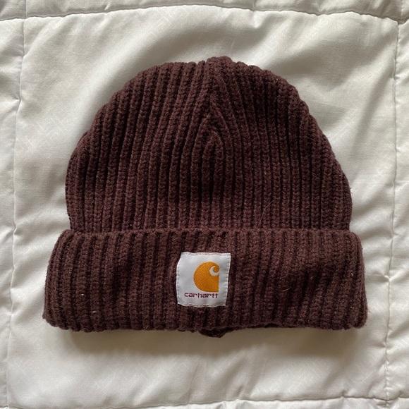 Burgundy knit carhartt beanie